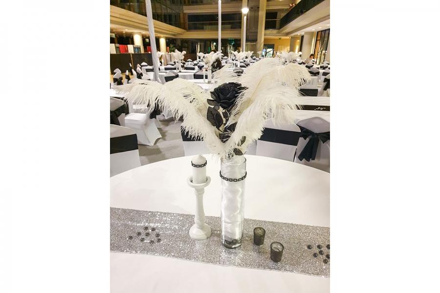 Bérelhető fehér gyertyatartó